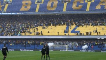 Image of the referees on the field of Boca Juniors stadium before the suspension on rain Saturday of the final of the Copa Libertadores, in Buenos Aires, Argentina, on November 10, 2018