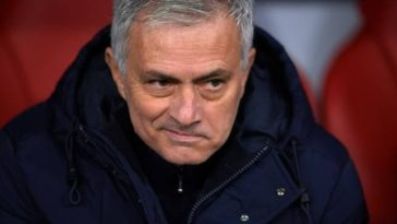 Jose Mourinho was furious when the referee did not validate Erik Lamela's goal